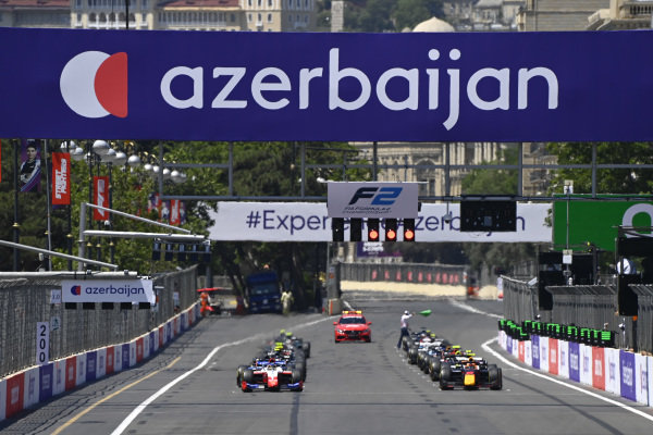 Robert Shwartzman (RUS, Prema Racing) and Jehan Daruvala (IND, Carlin)