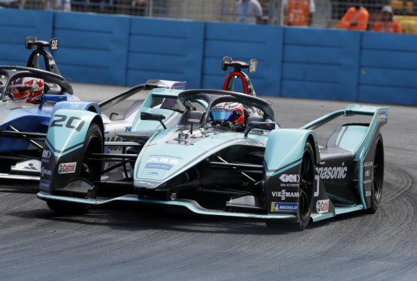 Maximilian Günther (DEU), BMW I Andretti Motorsports, BMW iFE.20 passes Mitch Evans (NZL), Panasonic Jaguar Racing, Jaguar I-Type 4