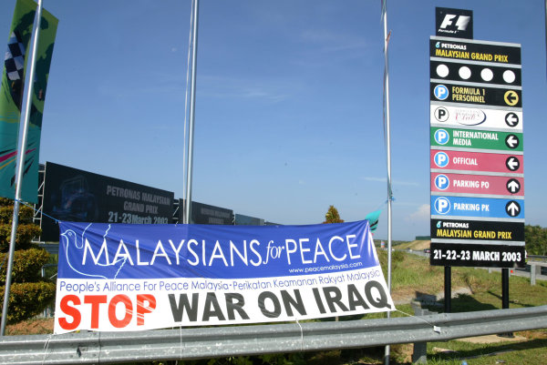 2003 Malaysian Grand Prix. Sepang, Kuala Lumpur, Malaysia.21-23 March 2003.The Malaysian's show their feelings on a banner in retrospect of the current situation in Iraq.World Copyright - LAT Photographic ref: Digital Image Only