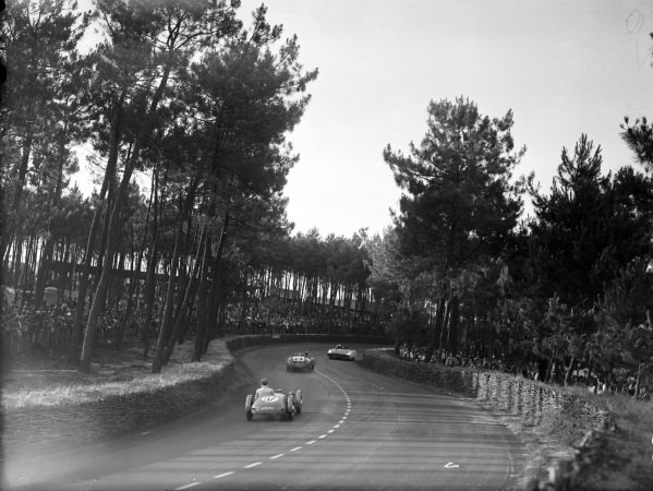 """Briggs Cunningham / Phil Walthers, B.S. Cunningham, Cadillac Spider """"Le Monstre"""", leads Luigi Chinetti / Pierre Louis-Dreyfus, Ferrari 195S Barchetta, and Jacques Brault / Louis Paimpol, Fiat 1500."""