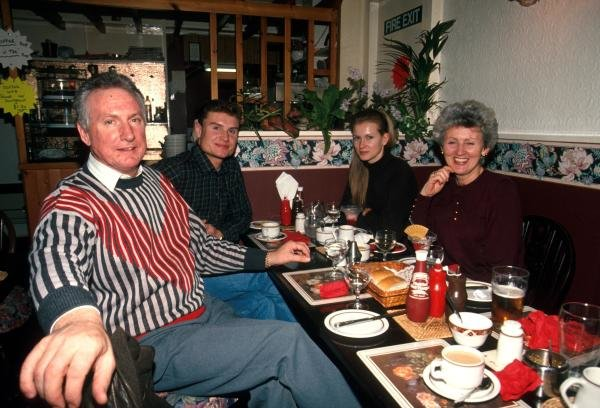 David Coulthard (GBR) (left) enjoys a meal with girlfriend Andrea Murray opposite and his parents.