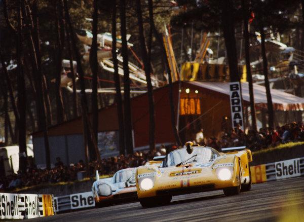 Nino Vaccarella / José Juncadella, Escuderia Montjuich, Ferrari 512 M, leads Richard Attwood / Herbert Müller, J. W. Automotive Engineering, Porsche 917K.