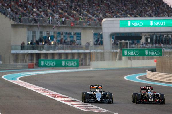 Yas Marina Circuit, Abu Dhabi, United Arab Emirates. Sunday 29 November 2015. Romain Grosjean, Lotus E23 Mercedes, leads Sergio Perez, Force India VJM08 Mercedes. World Copyright: Sam Bloxham/LAT Photographic ref: Digital Image _SBL8700