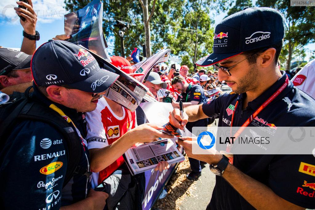 Albert Park, Melbourne, Australia. Saturday 25 March 2017. Daniel Ricciardo, Red Bull Racing, signs autographs for fans. World Copyright: Sam Bloxham/LAT Images Ref: Digital Image _W6I2507