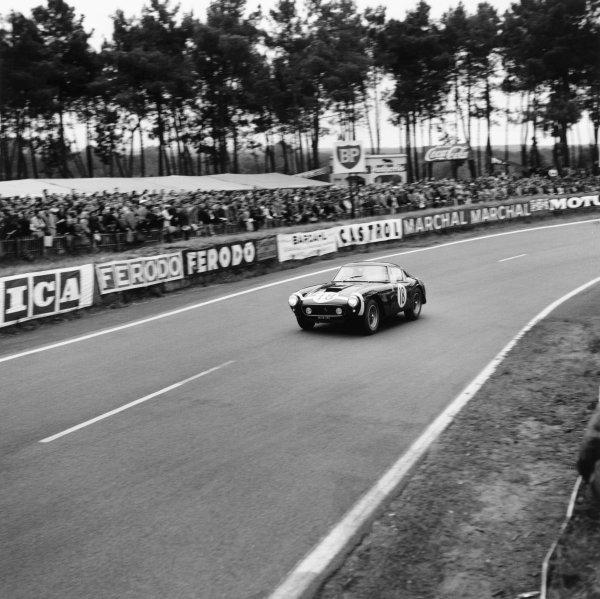 Le Mans, France. 10th - 11th June 1961.Stirling Moss/Graham Hill (Ferrari 250 GT SWB), retired, action. World Copyright: LAT PhotographicRef: 9023.