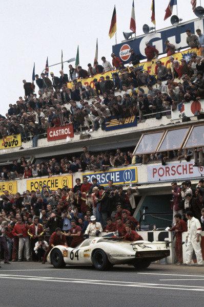 Le Mans, France. 14-15 June 1969 Hans Herrmann/Gerard Larrousse (Porsche 908), 2nd position, pit stop, action World Copyright: LAT PhotographicRef: 69LM04