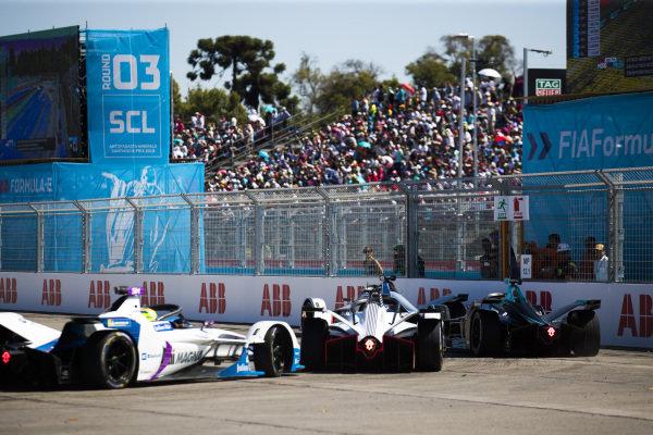 Edoardo Mortara (CHE) Venturi Formula E, Venturi VFE05 leads Stoffel Vandoorne (BEL), HWA Racelab, VFE-05, Maximilian Günther (DEU), Dragon Racing, Penske EV-3 and Alexander Sims (GBR) BMW I Andretti Motorsports, BMW iFE.18
