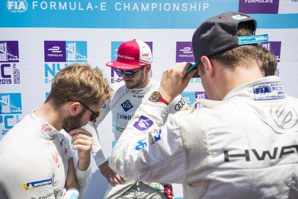 Sam Bird (GBR), Envision Virgin Racing, Daniel Abt (DEU), Audi Sport ABT Schaeffler, and Stoffel Vandoorne (BEL), HWA Racelab, talk in the media pen