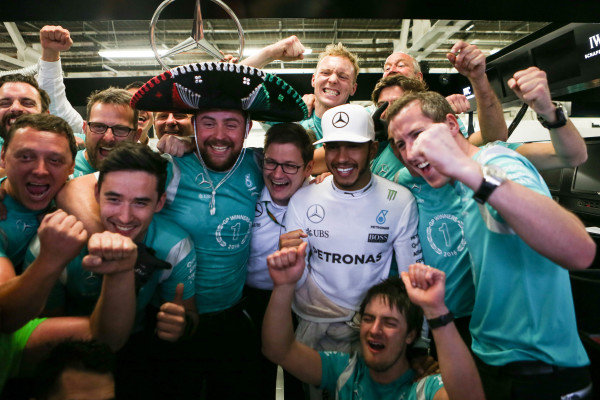 Race winner Lewis Hamilton (GBR) Mercedes AMG F1 celebrates with the team at Formula One World Championship, Rd19, Mexican Grand Prix, Race, Circuit Hermanos Rodriguez, Mexico City, Mexico, Sunday 30 October 2016.