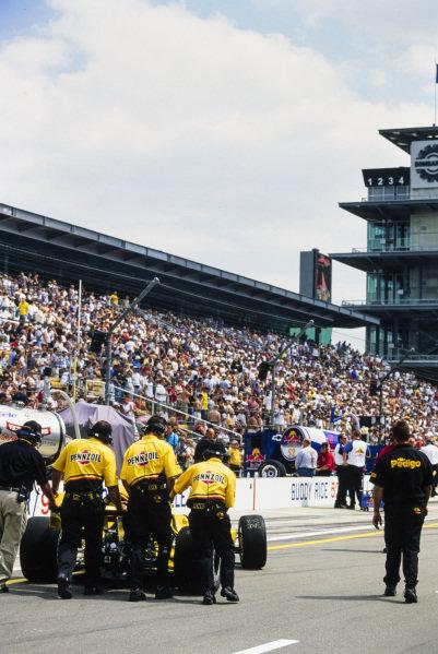 Sam Hornish Jr, Panther Racing, Dallara IR-03 Chevrolet, in the pits.
