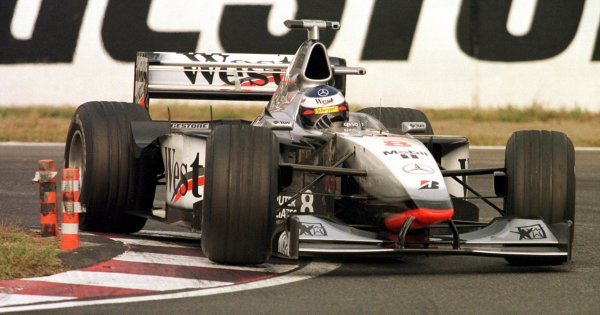 Japanese Grand Prix.Suzuka, Japan.30/10-1/11 1998.Mika Hakkinen (McLaren MP4/13 Mercedes-Benz) 1st position, cliching the World Championship.World Copyright - Steve Etherington/LAT Photographic