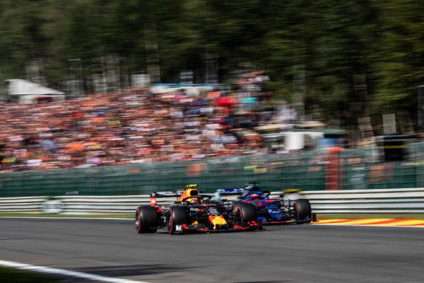 Alexander Albon, Red Bull RB15, passes Daniil Kvyat, Toro Rosso STR14