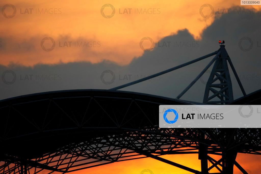 Sepang, Kuala Lumpur, Malaysia2nd April 2009The sun sets behind the Sepang circuit grandstand. Atmosphere.World Copyright: Charles Coates/LAT Photographicref: Digital Image _26Y1793