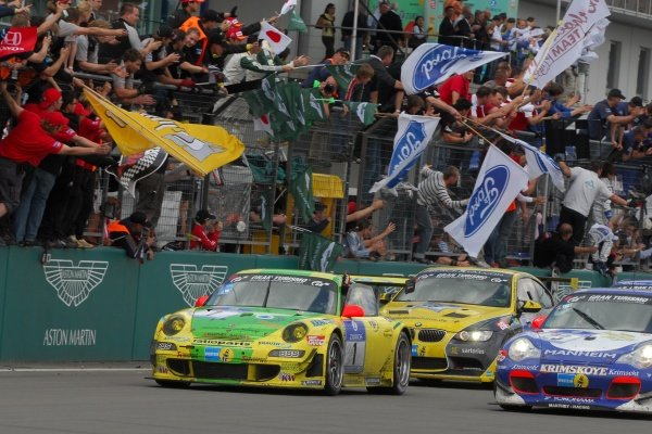 Timo Bernhard (GER) / Marc Lieb (GER) / Romain Dumas (FRA) / Marcel Tiemann (GER) Manthey Racing Porsche 997 GT3-RSR cross the line to win the race. Nurburgring 24 Hours, Nurburgring, Germany, 24-25 May 2008.