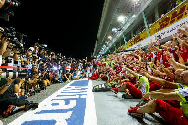 Marina Bay Circuit, Singapore. Sunday 20 September 2015. Sebastian Vettel, Ferrari, 1st Position, Kimi Raikkonen, Ferrari, 3rd Position, and the Ferrari team celebrate a double podium result. World Copyright: Alastair Staley/LAT Photographic ref: Digital Image _R6T7573