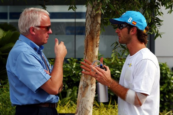 (L to R): Charlie Whiting (GBR) FIA Delegate talks with Jarno Trulli (ITA) Renault.