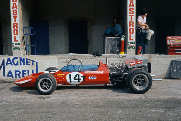 1970 Italian Grand Prix. Monza, Italy. 4th - 6th September 1970. The spare Surtees TS7-Ford of John Surtees in the pit lane, portrait.   World Copyright: LAT Photographic. Ref: 70 ITA 11.