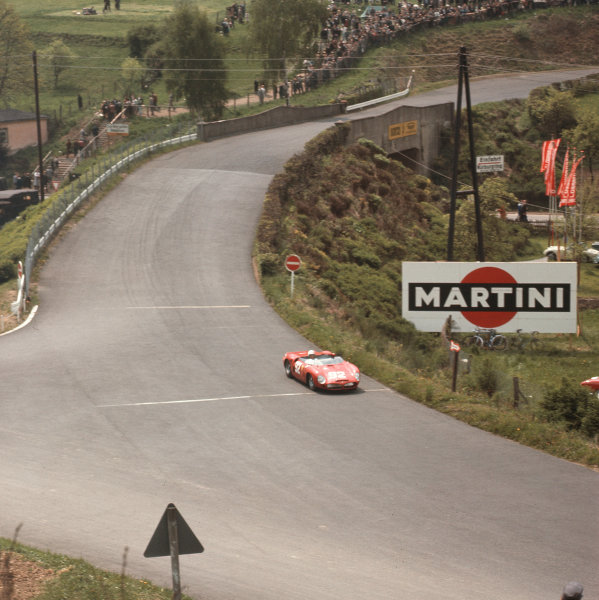 Nurburgring, Germany. 27th May 1962. Rd 7. Phil Hill/Olivier Gendebien (Ferrari Dino 246SP), 1st position, action. World Copyright: LAT Photographic.Ref:  488