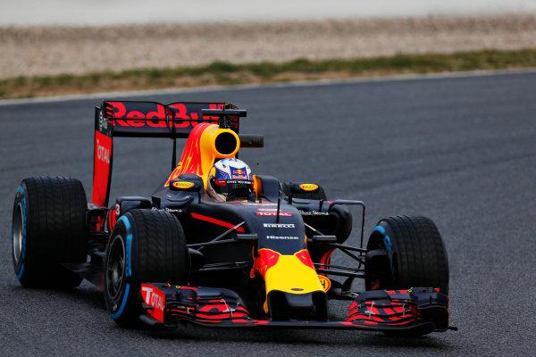 Circuit de Catalunya, Barcelona, Spain Monday 22 February 2016. Daniel Ricciardo, Red Bull Racing RB12 TAG Heuer. World Copyright: Alastair Staley/LAT Photographic ref: Digital Image _R6T6475