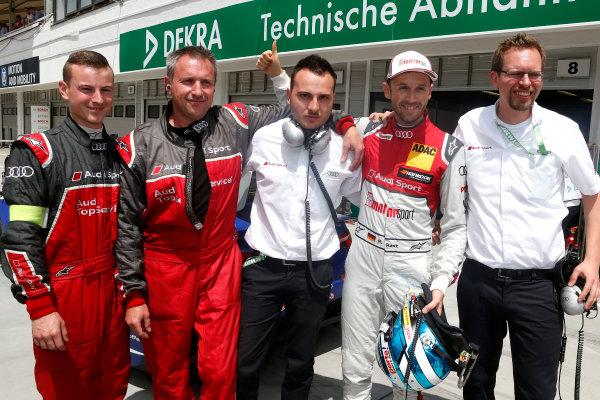 2017 DTM Round 3 Hungaroring, Budapest, Hungary. Sunday 18 June 2017. Polesitter René Rast, Audi Sport Team Rosberg, Audi RS 5 DTM with the team World Copyright: Alexander Trienitz/LAT Images ref: Digital Image 2017-DTM-R3-HUN-AT2-1533