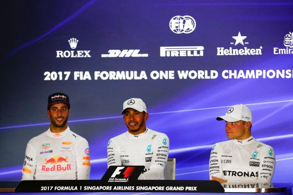 Marina Bay Circuit, Marina Bay, Singapore. Sunday 17 September 2017. Lewis Hamilton, Mercedes AMG, in 1st, Daniel Ricciardo, Red Bull Racing, in 2nd adn Valtteri Bottas, Mercedes AMG, in 3rd. World Copyright: Sam Bloxham/LAT Images  ref: Digital Image _J6I8220