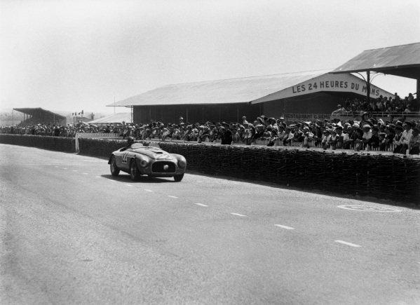 Le Mans, France. 25-26 June 1949. Luigi Chinetti/Lord Selsdon (Ferrari 166MM), 1st position, action. World Copyright: LAT Photographic Ref: Autocar Glass Plate C24766.