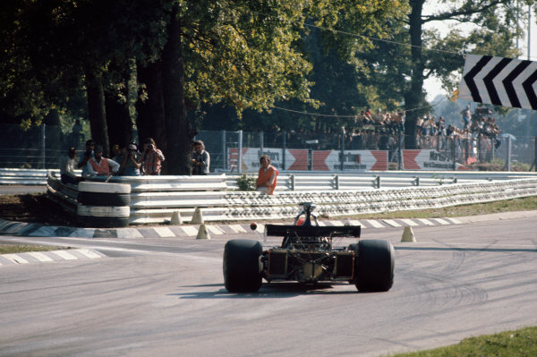 1972 Italian Grand Prix.  Monza, Italy. 8-10th September 1972.  Niki Lauda, March 721G Ford, 13th position, heads into the chicane at Ascari.  Ref: 72ITA13. World Copyright: LAT Photographic