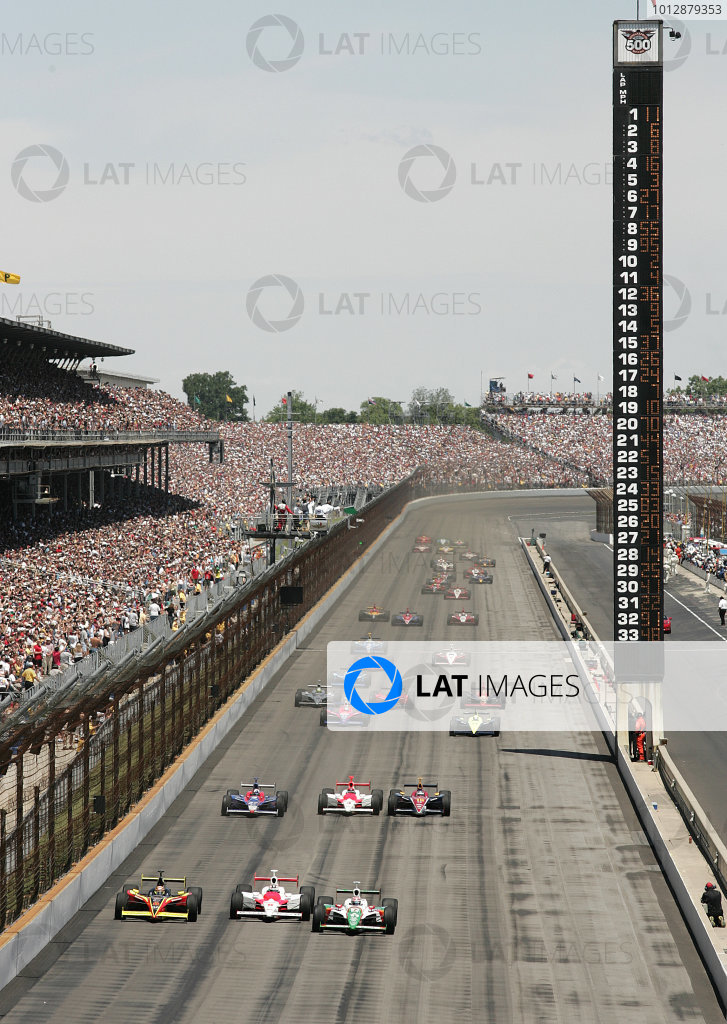 29 May, 2005, Indianapolis Motor Speedway, USA, Tony Kanaan, Sam Hornish jr , Scott Sharp and the field at the start. - Michael Kim, USA LAT Photographic