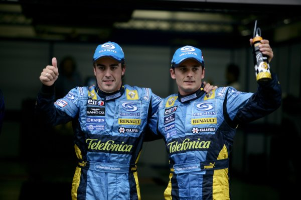 2006 Chinese Grand Prix - Saturday Qualifying Shanghai International Circuit, Shanghai, China. 28th September - 1st October 2006. Fernando Alonso, Renault R26, and Giancarlo Fisichella, Renault R26, parc ferme. World Copyright: Charles Coates/LAT Photographic. ref: Digital Image ZK5Y4474