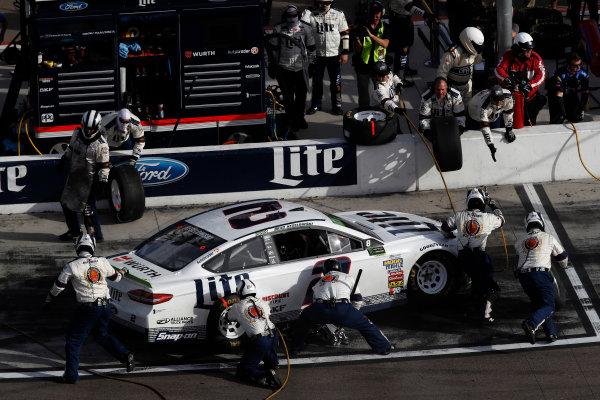 Monster Energy NASCAR Cup Series Can-Am 500 Phoenix Raceway, Avondale, AZ USA Sunday 12 November 2017 Brad Keselowski, Team Penske, Wurth Ford Fusion, pit stop World Copyright: Michael L. Levitt LAT Images