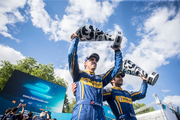 2015/2016 FIA Formula E Championship. London ePrix, Battersea Park, London, United Kingdom. Sunday 3 July 2016. Sebastien Buemi (SUI), Renault e.Dams Z.E.15 and Nicolas Prost (FRA), Renault e.Dams Z.E.15 celebrate on the podium. Photo: Andrew Ferraro/LAT/Formula E ref: Digital Image _FER7606