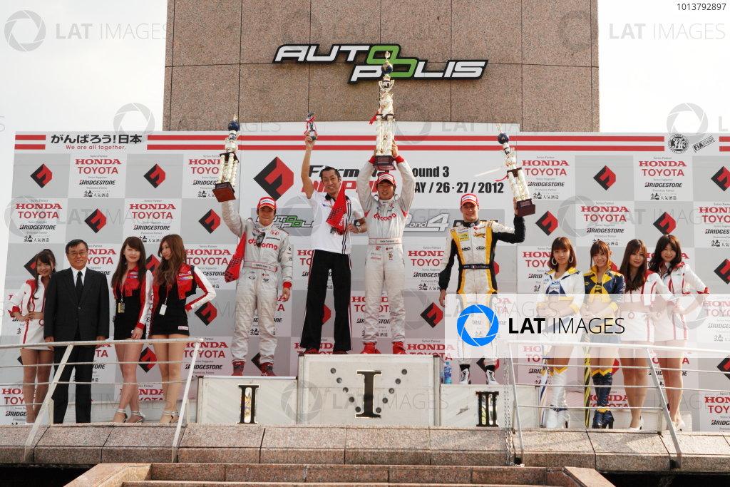 Autopolis, Japan. 26th - 27th May 2012. Rd 3.Winner Koudai Tsukakoshi ( #41 DOCOMO TEAM DANDELION RACING ) 2nd position Takuya Izawa ( #40 DOCOMO TEAM DANDELION RACING ) 3rd position Loic Duval ( #8 Team KYGNUS SUNOCO ) podiumWorld Copyright: Yasushi Isihara/LAT Photographic.Ref:  2012FN_Rd3_009