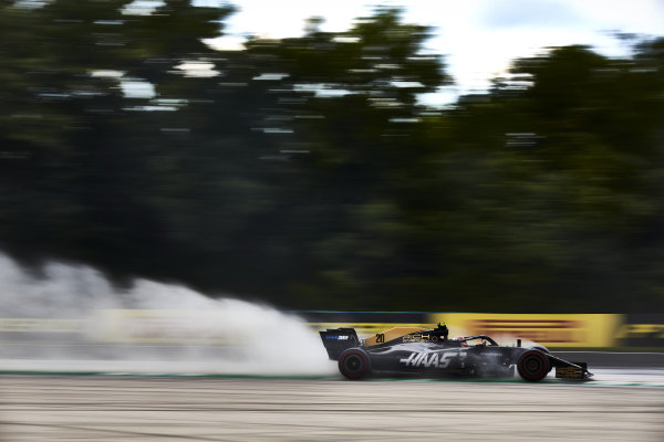 Kevin Magnussen, Haas VF-19, kicks up cement dust used to cover oil from a previous on track session