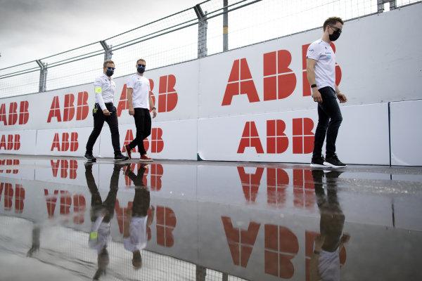 Stoffel Vandoorne (BEL), Mercedes Benz EQ, walks the track with his team