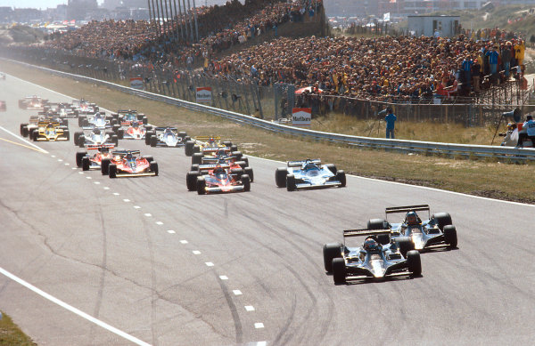 1978 Dutch Grand Prix.Zandvoort, Holland.25-27 August 1978.Mario Andretti and Ronnie Peterson (both Lotus 79 Ford's) clearly lead the rest of the field into Tarzan at the start.Ref-78 HOL 04.World Copyright - LAT Photographic