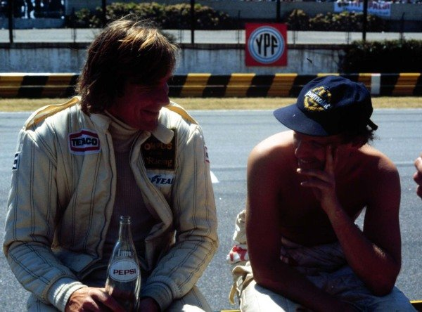 1979 Argentinian Grand Prix. Buenos Aires, Argentina. 19-21 January 1979. James Hunt (Wolf Racing) talks with Niki Lauda (Brabham Alfa Romeo). World Copyright - LAT Photographic Ref: 79ARG07